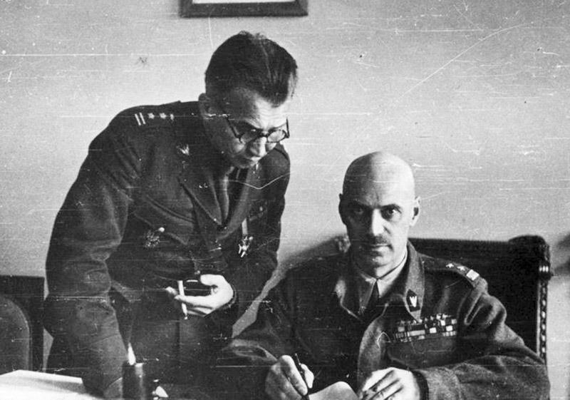 Генерал Владислав Андерс, командующий польской армией в СССР, и полковник Леопольд Окулицкий