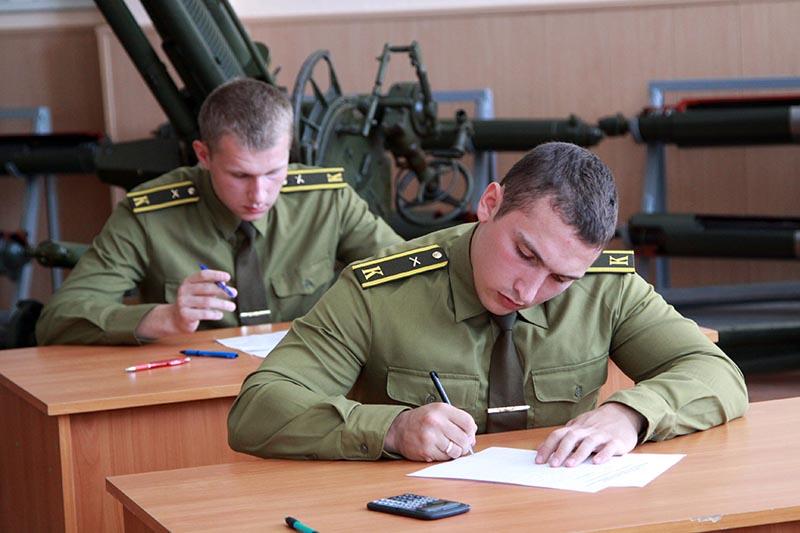 какие предметы необходимы для военного училища