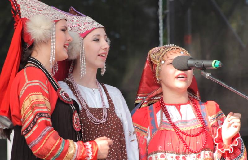 Выступление творческого коллектива на открытии фестиваля