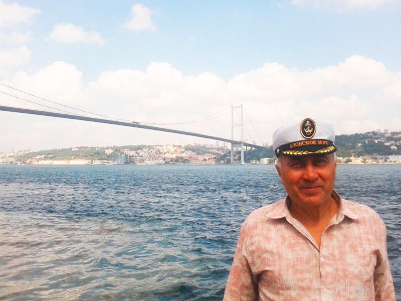 За моей спиной — 1560‑метровый мост через Босфор