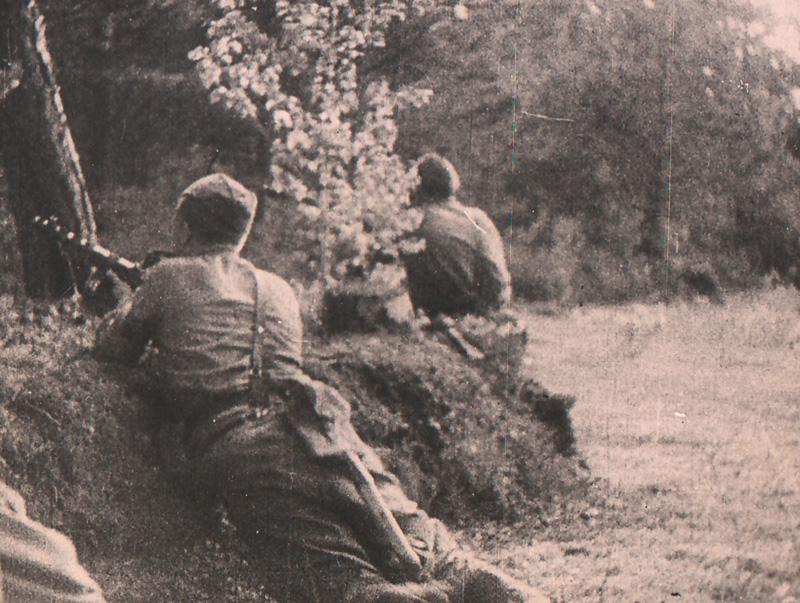 Советские автоматчики при окружении вражеских войск под Минском. 1944 г.