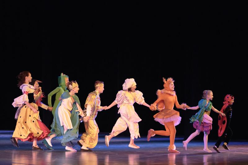 Студийцы детского музыкального театра при Большом театре Беларуси играют в спектакле