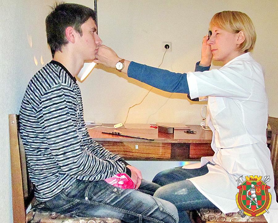 Медицинский осмотр молодых парней фото 589-566