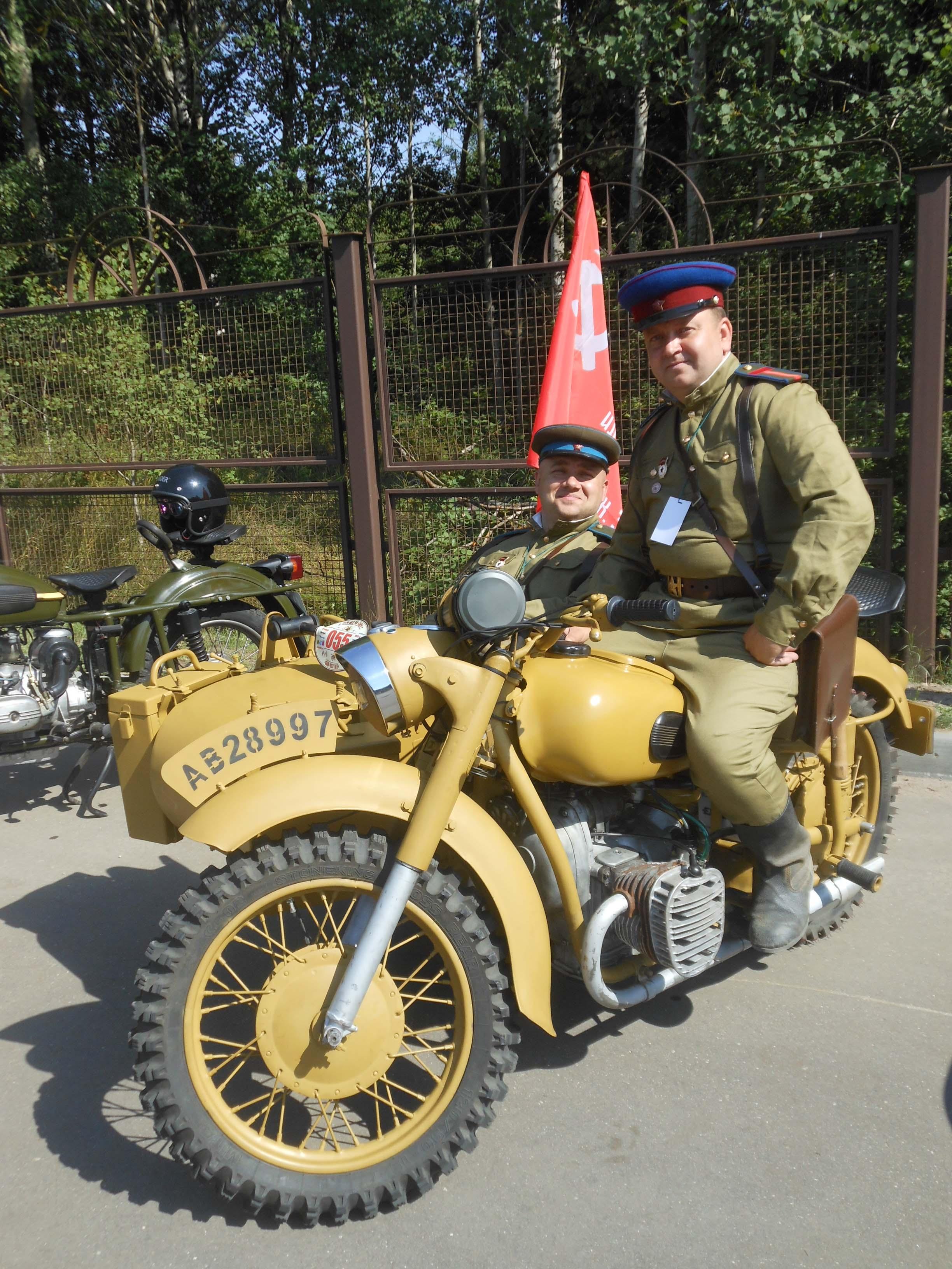 Алексей Юревич и Андрей Чёрный на своем МВ-750