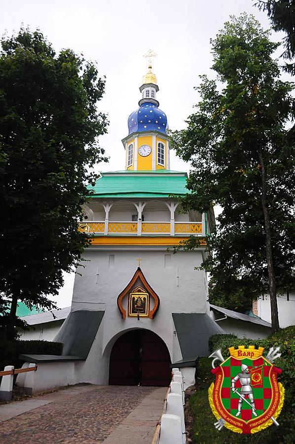 Главным входом в монастырь служит Петровская башня