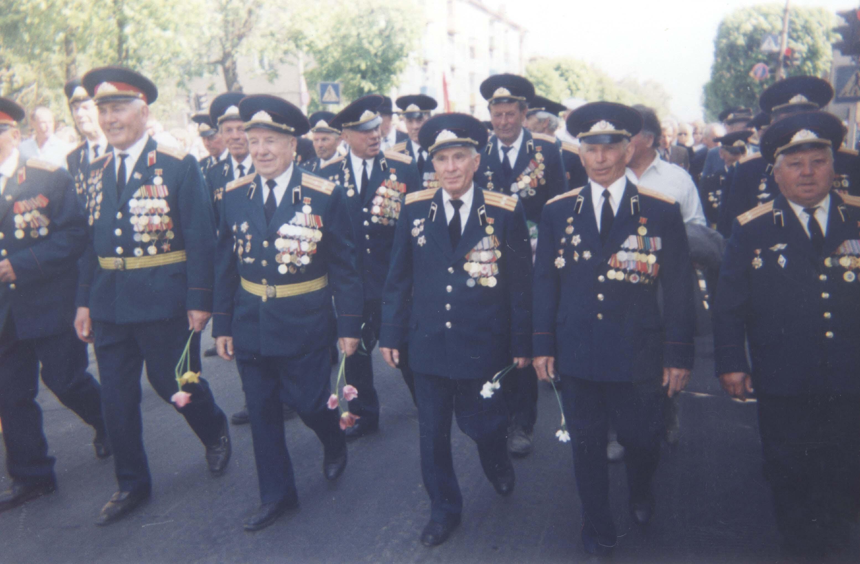 В строю ветеранов в День Победы. 2005 год