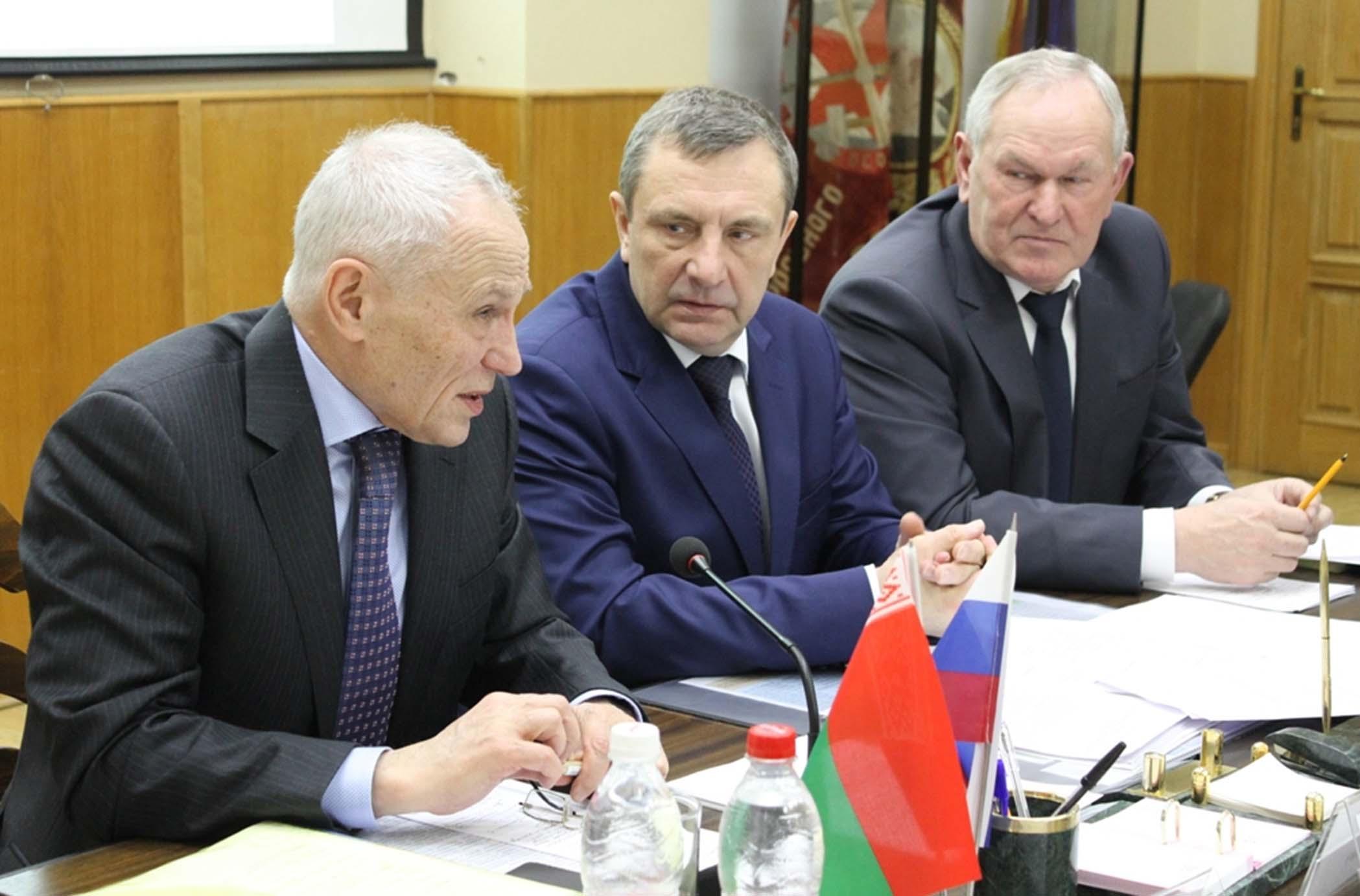 Слева направо: Григорий Рапота, Александр Колмаков и Иван Дырман во время заседания совместного президиума ДОСААФ