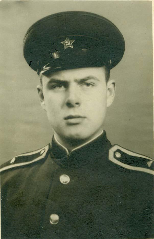 Курсант Киевского Краснознаменного училища самоходной артиллерии Витаутас Дикселис
