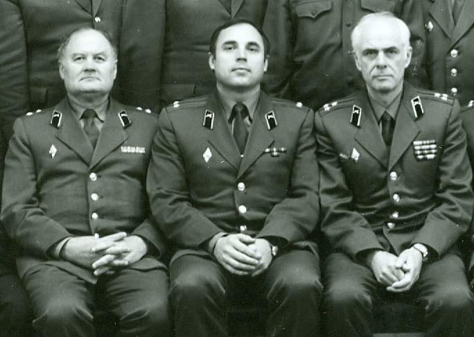 Полковник Витаутас Дикселис (крайний справа) с коллегами