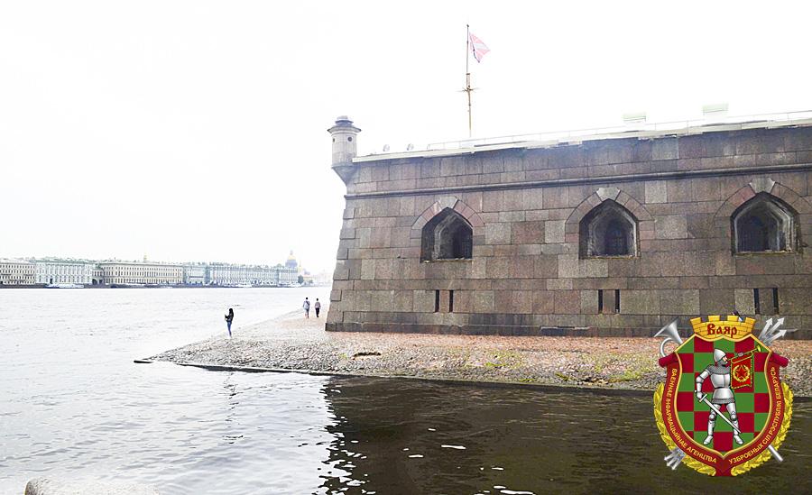 Неприступные стены Петропавловской крепости
