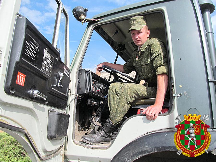 Водитель армейского грузовика  гвардии рядовой Вячеслав Шпаков
