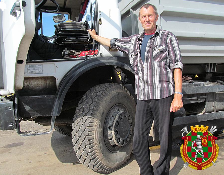 Один из лидеров сводного подразделения по перевозке зерновых среди гражданских специалистов водитель Олег Макла из 814 цто