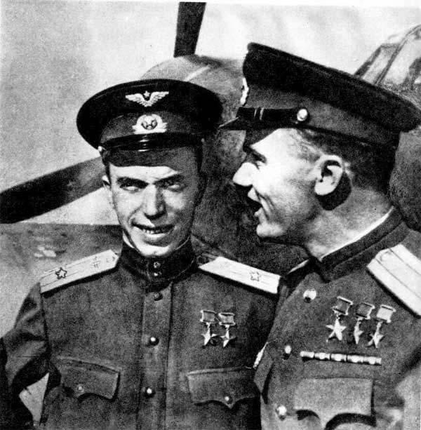 Дважды Герой Советского Союза Л. И. Беда и трижды Герой Советского Союза И. Н. Кожедуб