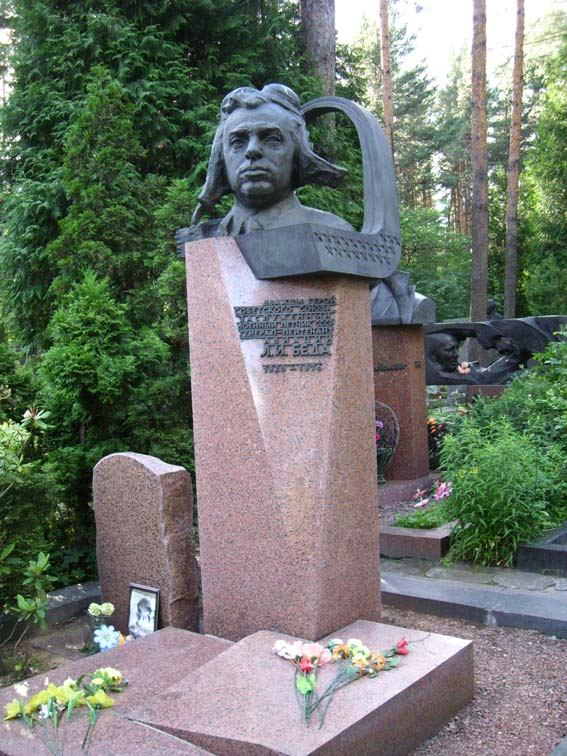 Памятник Л. И. Беде на Восточном кладбище в Минске