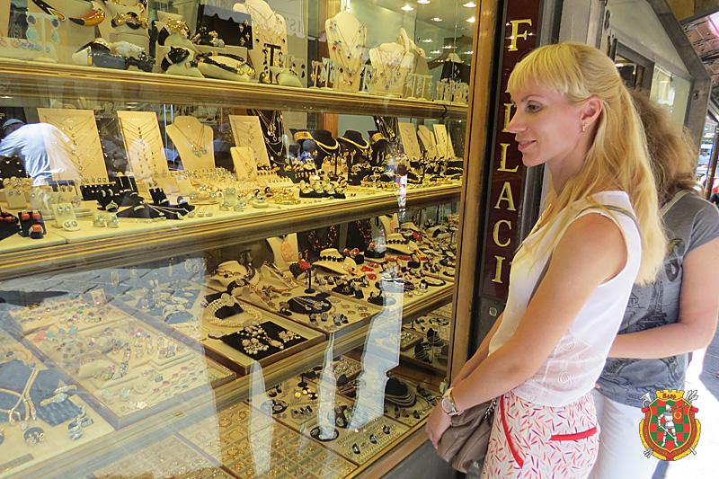 Магазины, как музеи. Женщины без ума от них