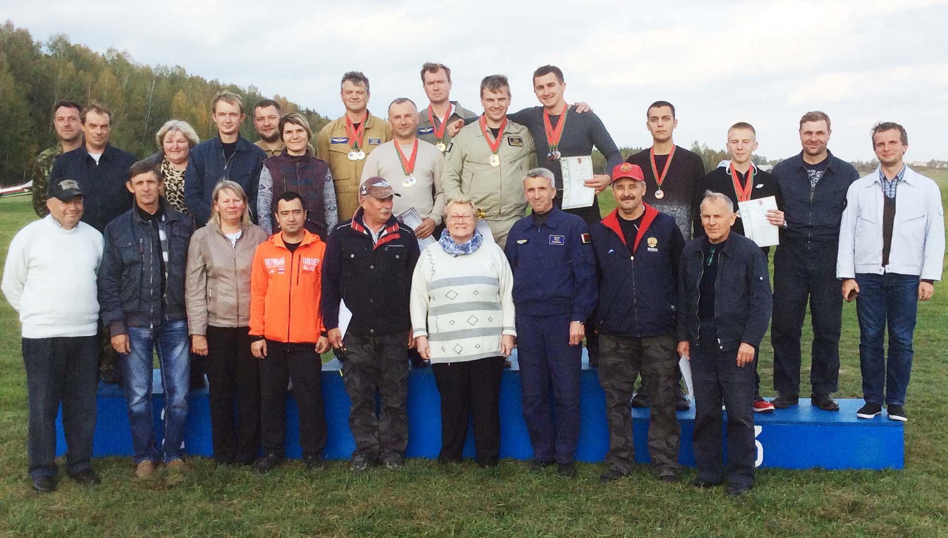 3-uchastniki-i-organizatory-otkrytogo-chempionata-respubliki-belarus-po-samoletnomu-sportu-v-mogilyovskom-aeroklube-dosaaf