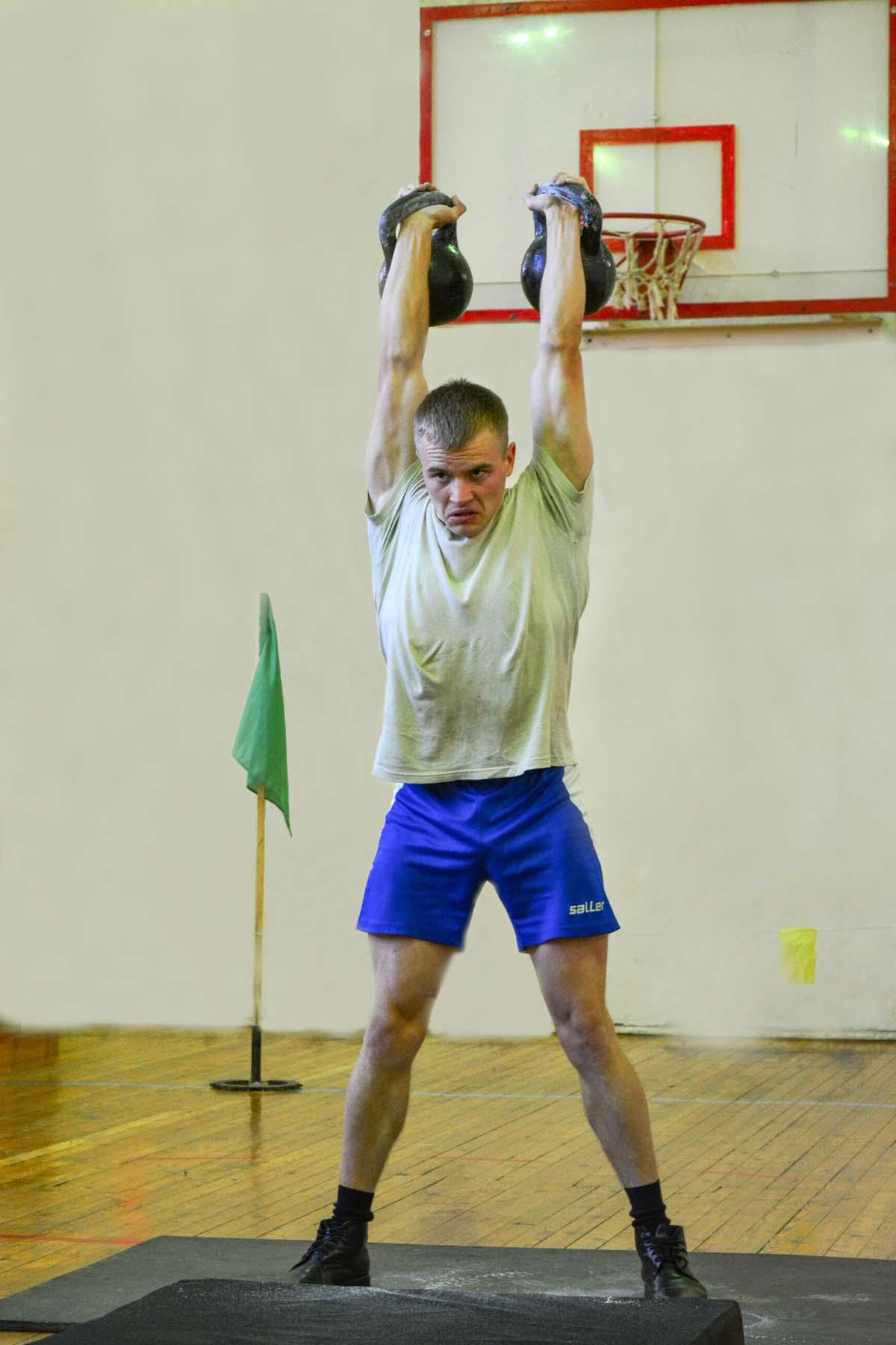 Победитель в категории до 75 кг курсант Александр Игнатов