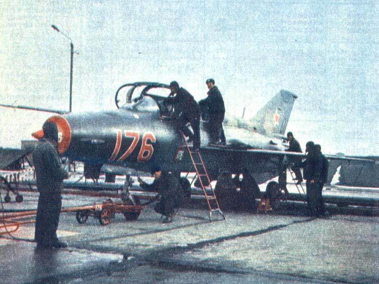 Предполётная подготовка на самолёте МиГ-21