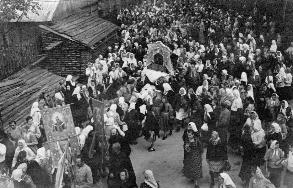 Свято-Успенский собор впервой половине ХХ столетия