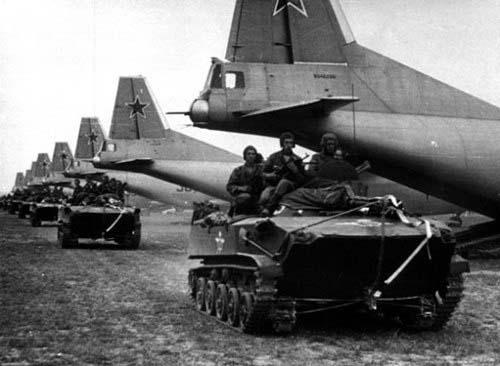 марш на аэродром перед десантированием