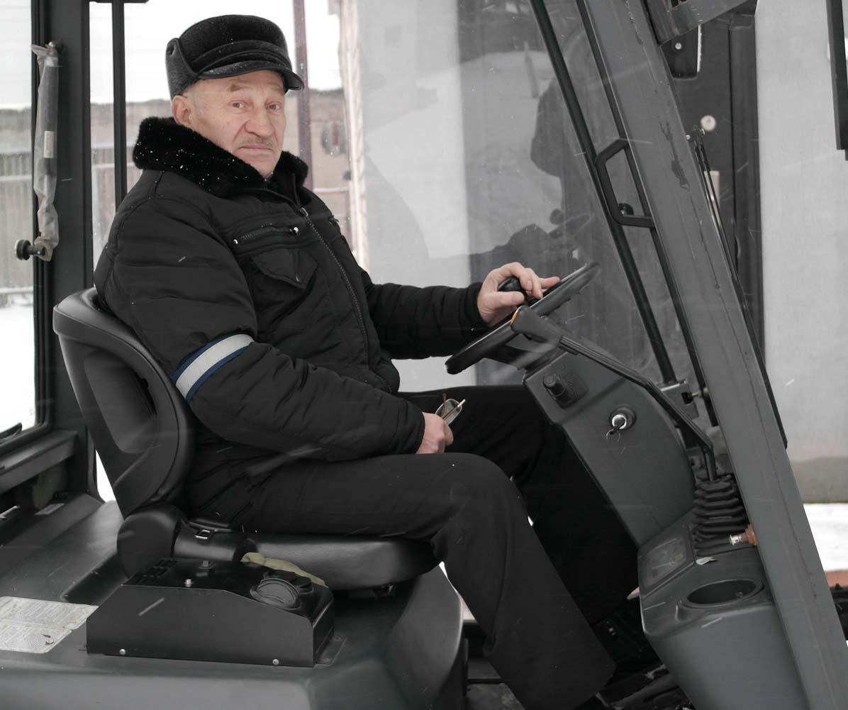 Около полувека трудится на военной базе Анатолий Гусачёнок