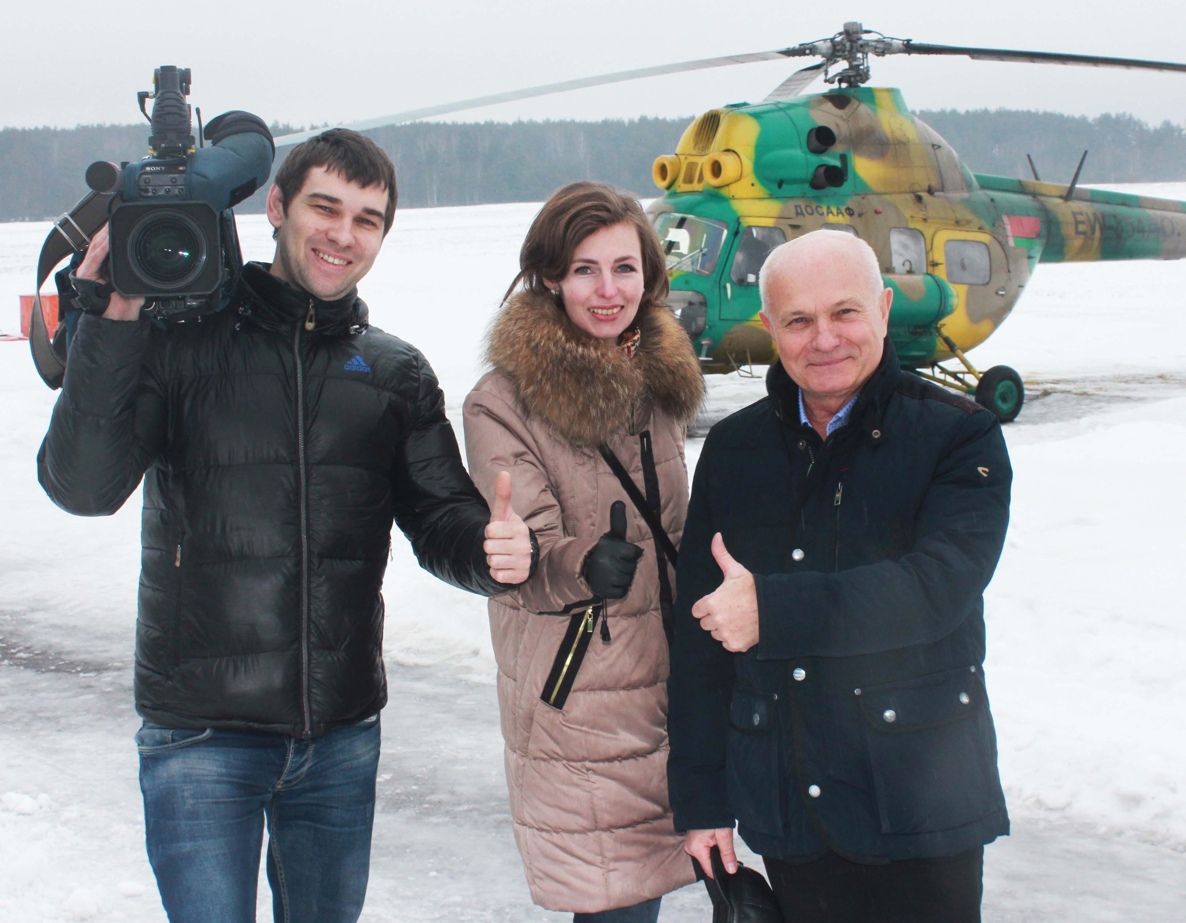 2. Николай Мочанский (справа) и съемочная группа БТ-1 Ольга Рудая и оператор Иван Мартынович после полета