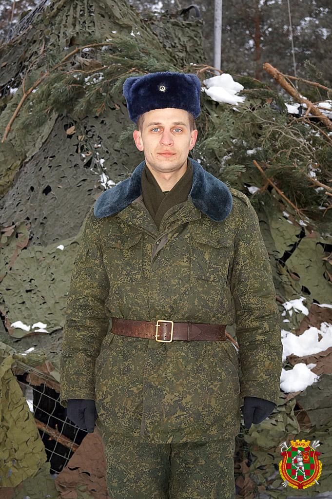 Командир радиовзвода гвардии лейтенант Иван Малиновский
