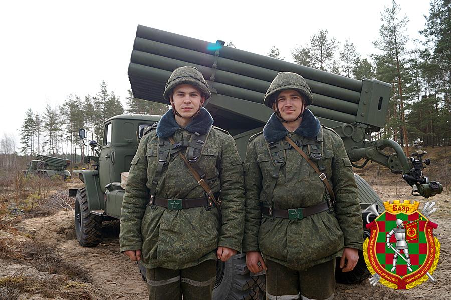 1. слева направо рядовые Дмитрий Жук и Дмитрий Скибицкий (2)
