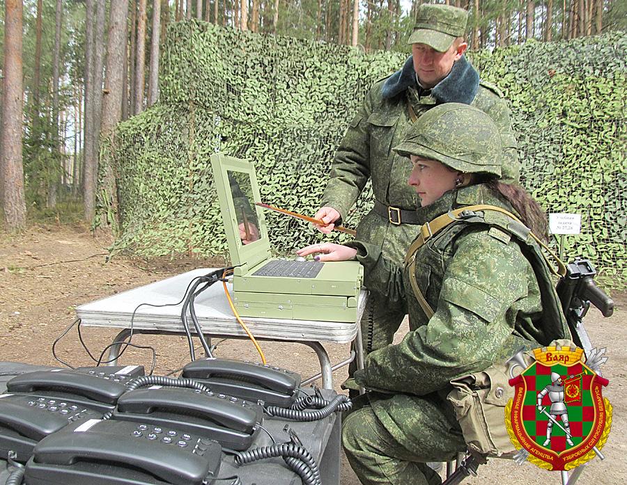 Старший прапорщик Евгений Урбанович и ефрейтор контрактной службы Анжела Шинкевич